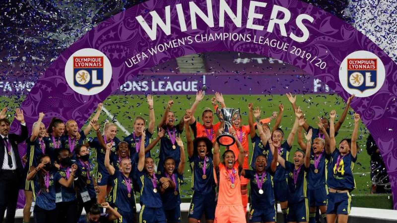 La jugadoras del Lyon celebran su título de Champions.