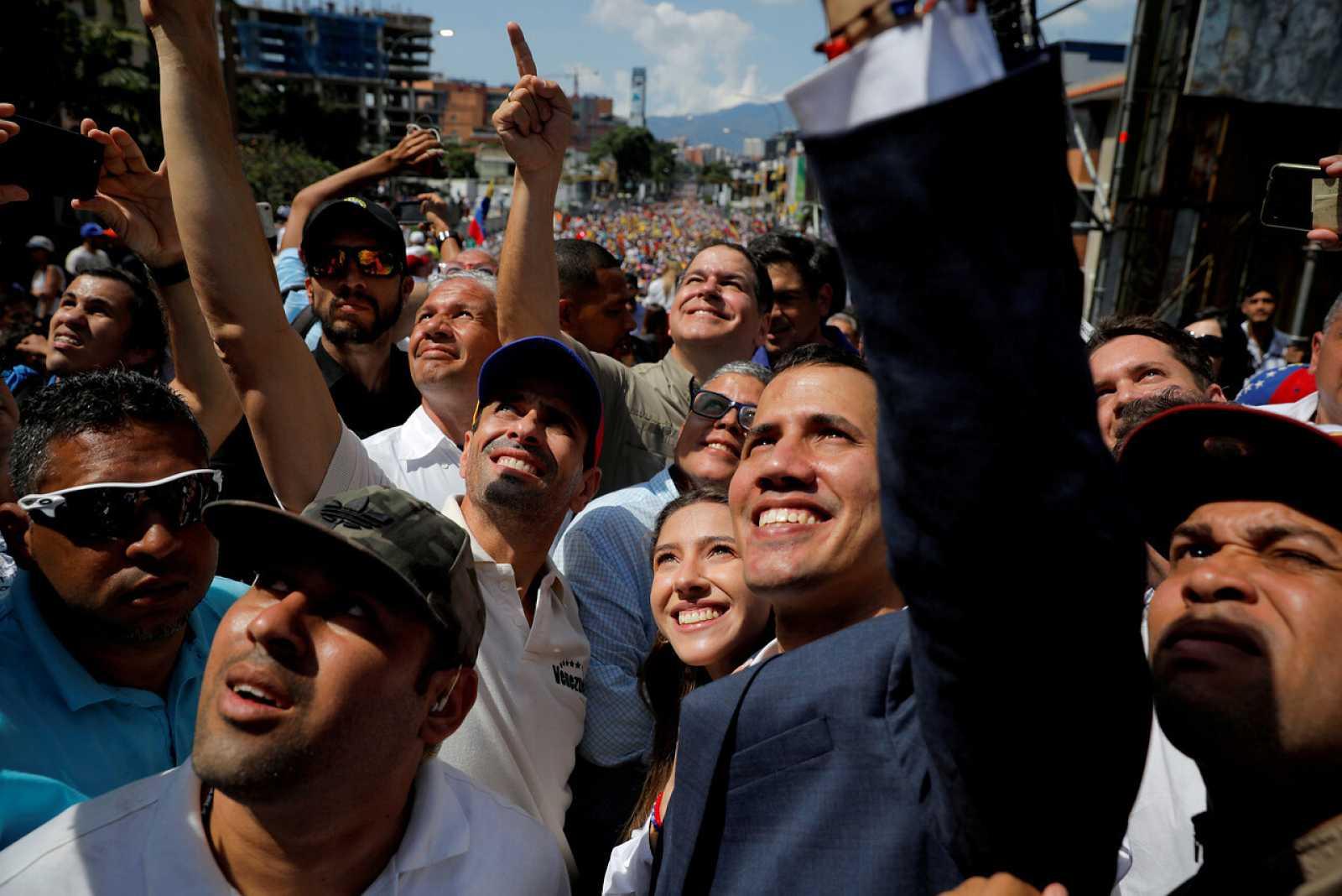 El líder de la Asamblea Nacional, Juan Guaidó y Henrique Capriles asisten a un mitin contra el gobierno del presidente venezolano Nicolás Maduro en Caracas, Venezuela.