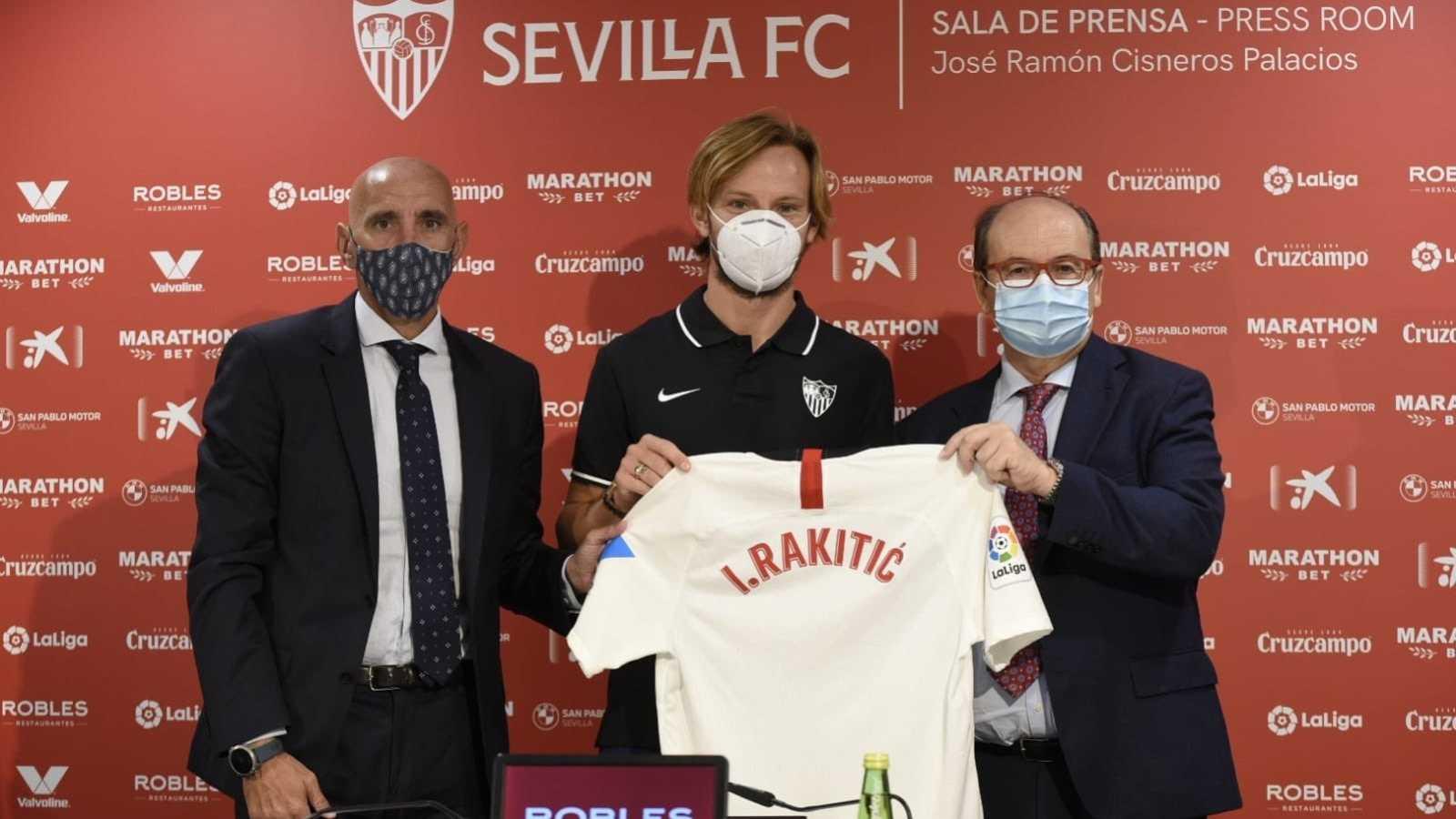 Rakitic en su presentación con el Sevilla