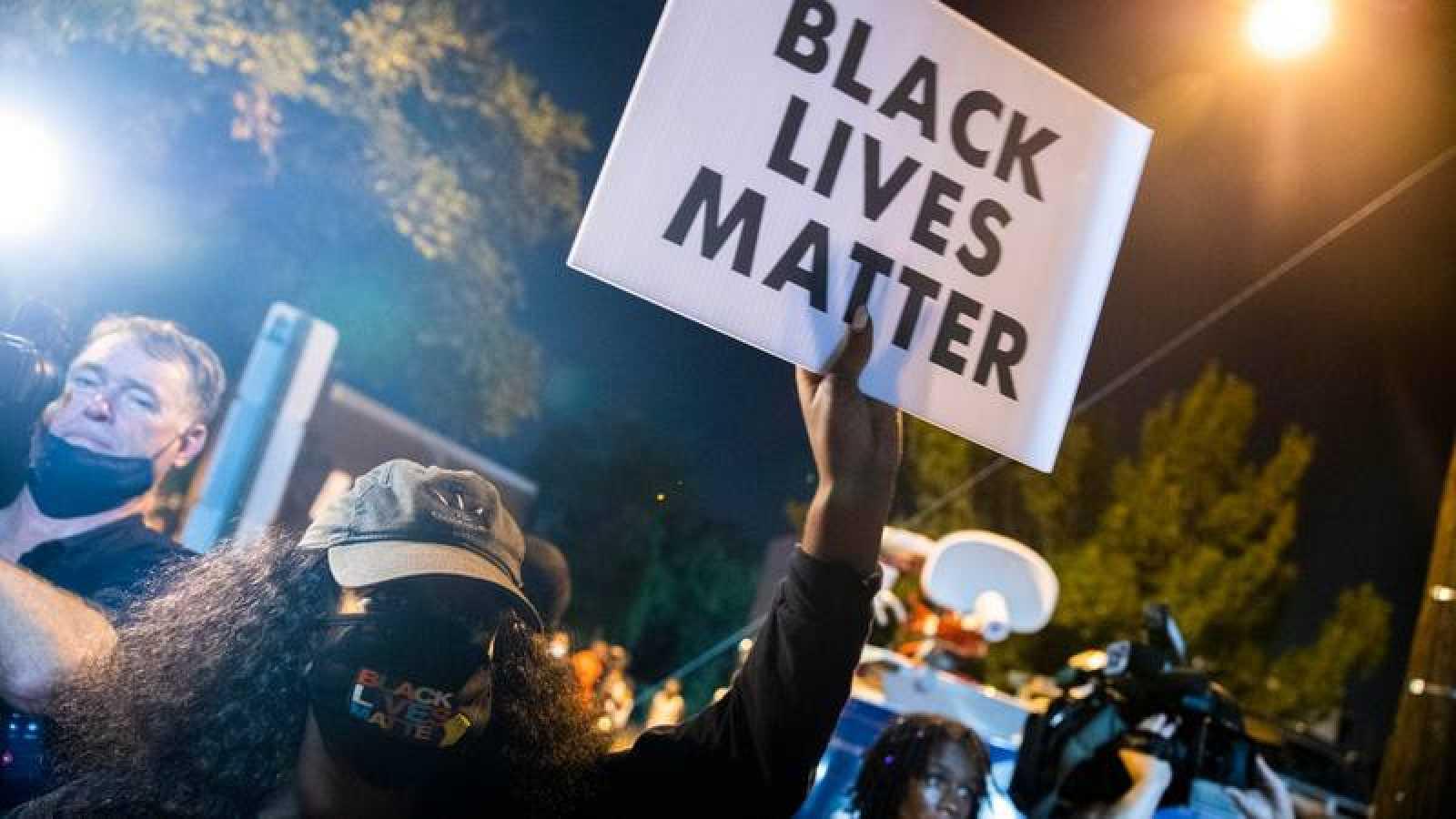 Decenas de personas se han manifestado en Washington DC contra la brutalidad policial