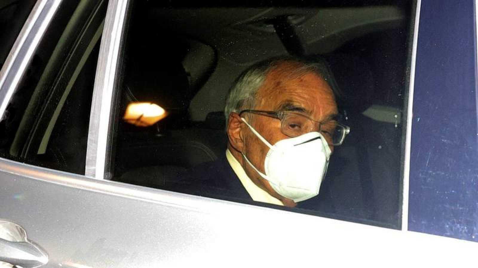 El exministro del Interior Rodolfo Martín Villa a su salida este jueves de la Embajada Argentina en Madrid