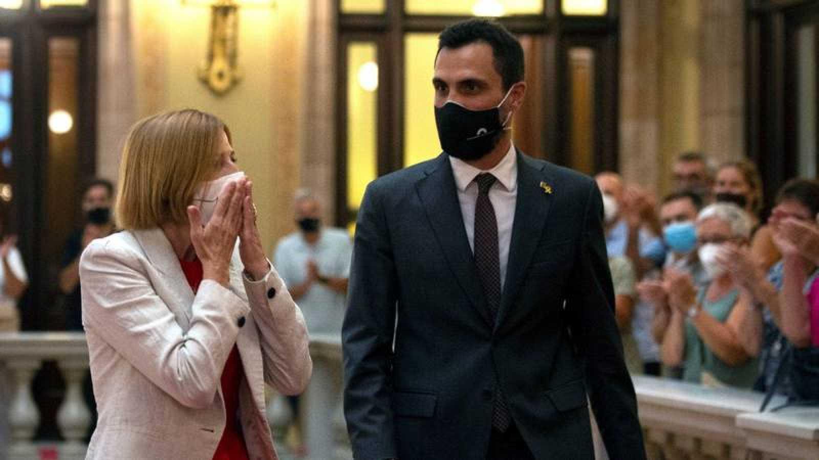 La expresidenta del Parlamento de Cataluña Carme Forcadell acompañada por el actual presidente de la institucion, Roger Torrent
