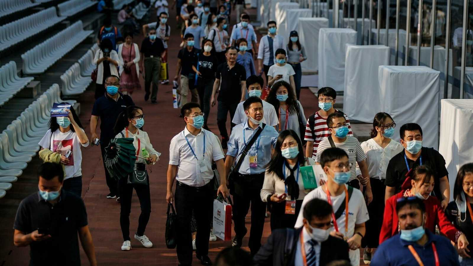 Asistentes a una feria internacional en Pekín. EFE/EPA/WU HONG