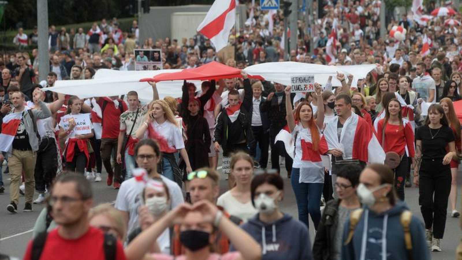 """La líder de la oposición bielorrusa, Svetlana Tijanóvskaya, llamó a manifestarse bajo el lema """"Uno para todos y todos para uno"""""""