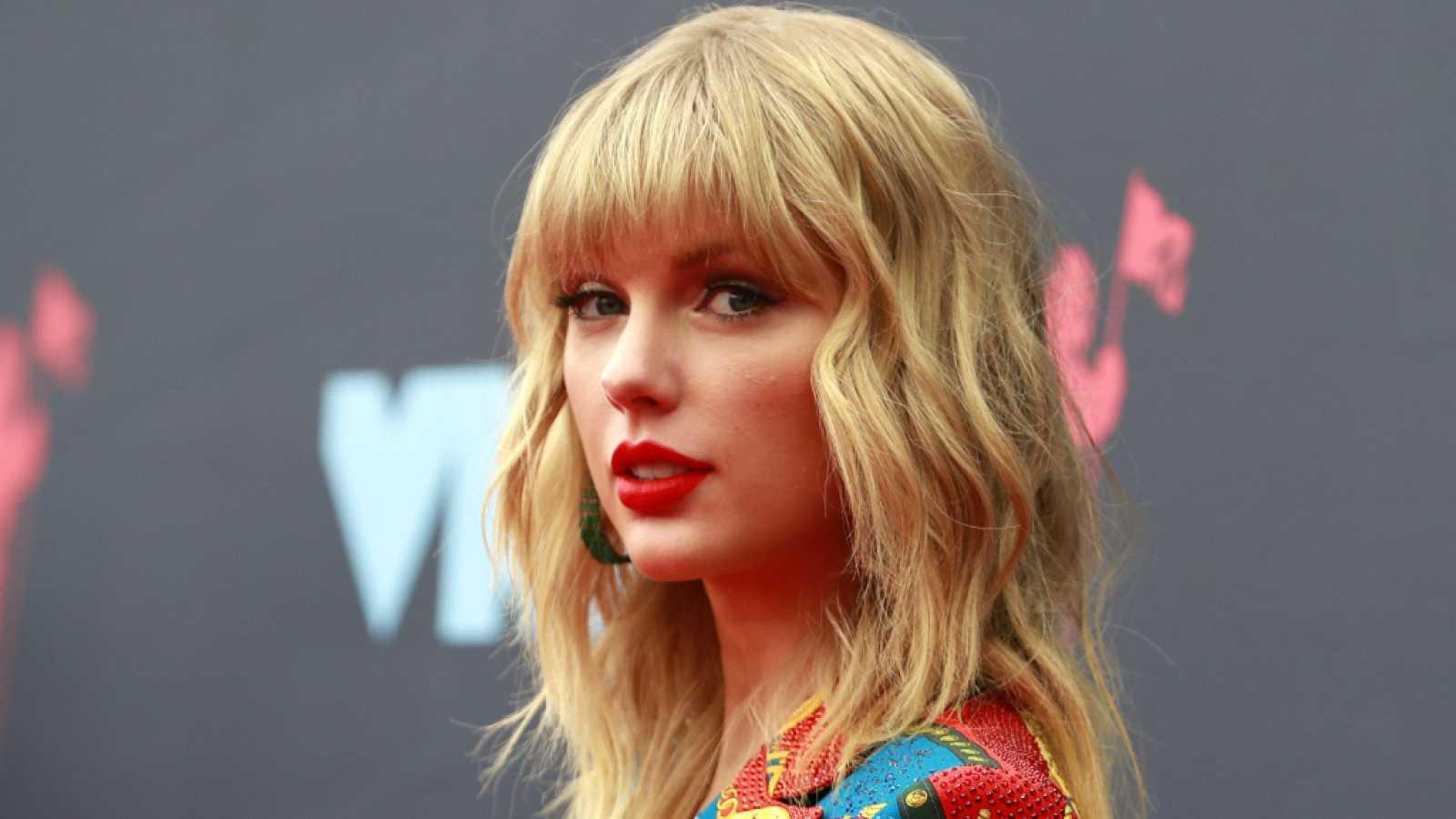 Taylor Swift lidera por sexta semana la lista 'Billboard 200' e iguala el récord de Whitney Houston