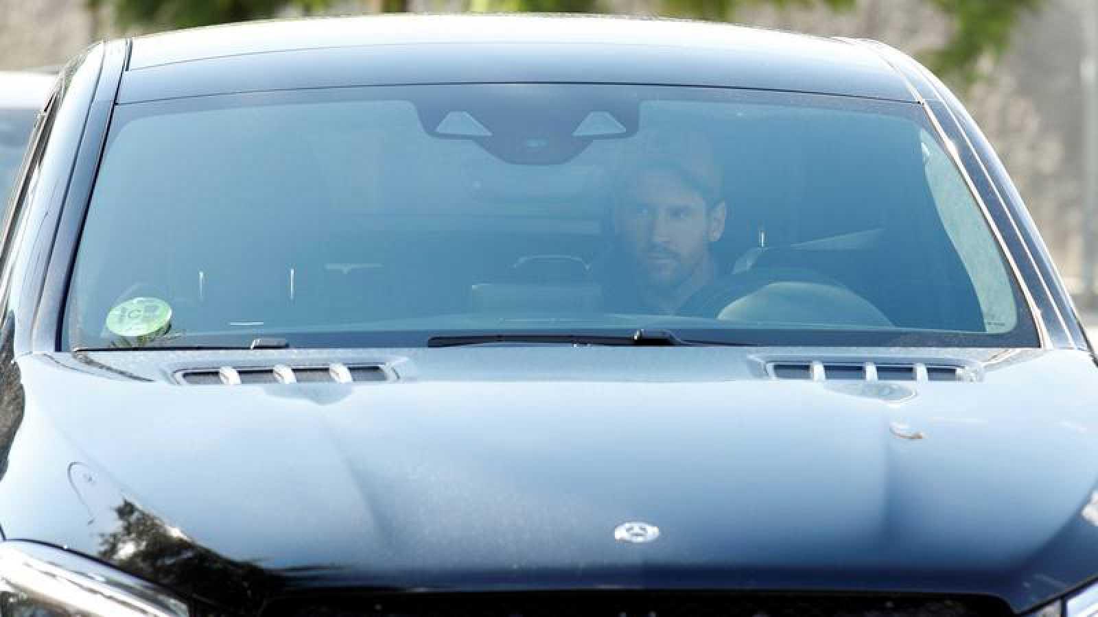 Llegada de Leo Messi en su coche a la Ciudad Deportiva Joan Gamper.