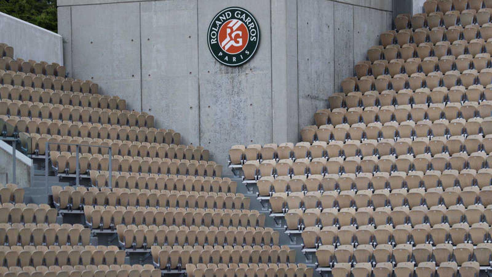Graderío vacío en uno de los estadios de Roland Garros