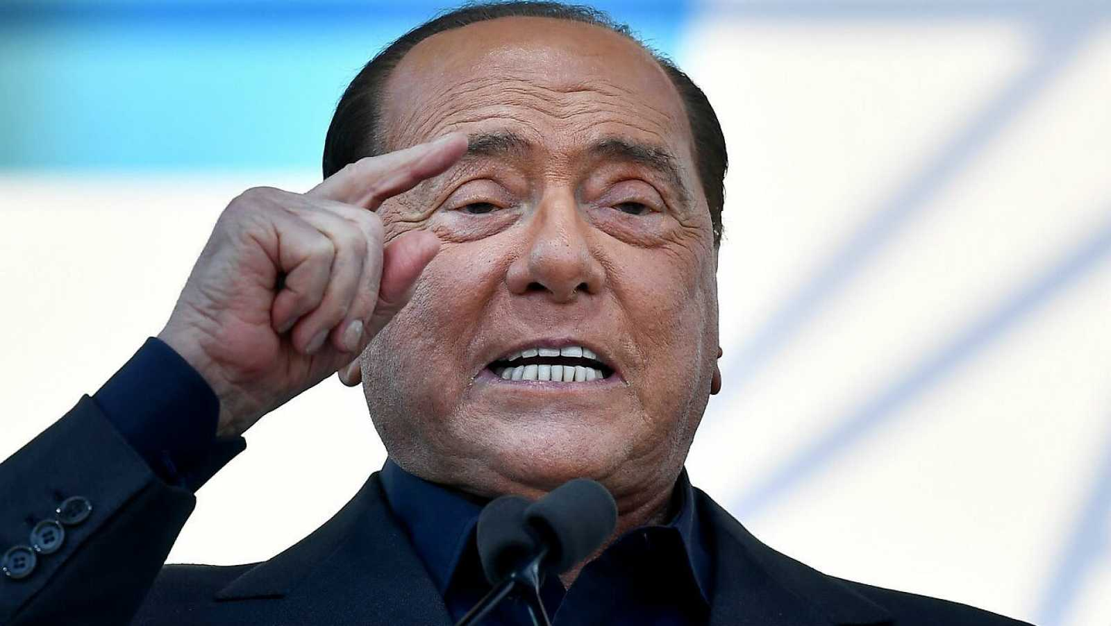 El líder del partido liberal-conservador italiano Forza Italia, Silvio Berlusconi, habla durante una conferencia en Roma, Italia.