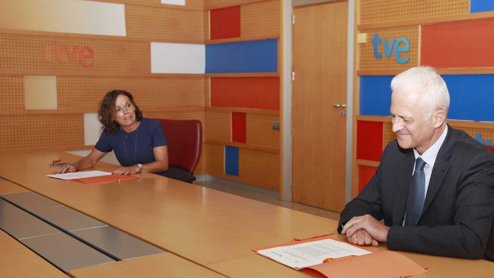 Firma del convenio de RTVE con Asociación de Municipios del Camino de Santiago