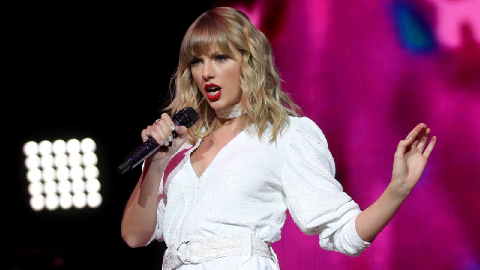 Taylor Swift regresa a los Academy of Country Music Awards