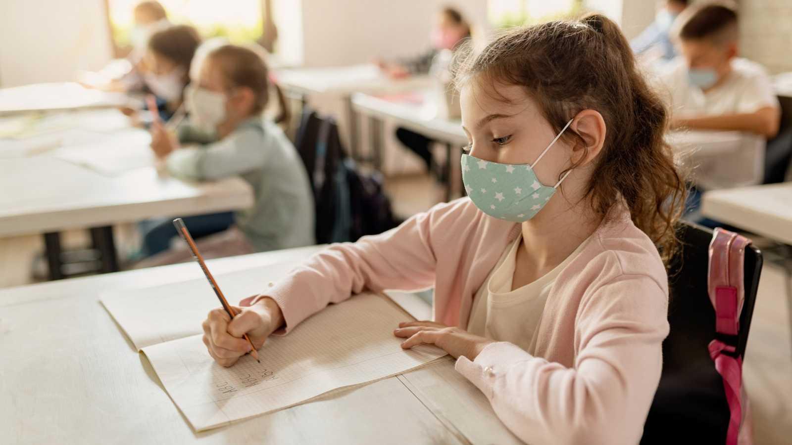 Las medidas para prevenir los contagios de coronavirus han cambiado la experiencia de ir al cole.
