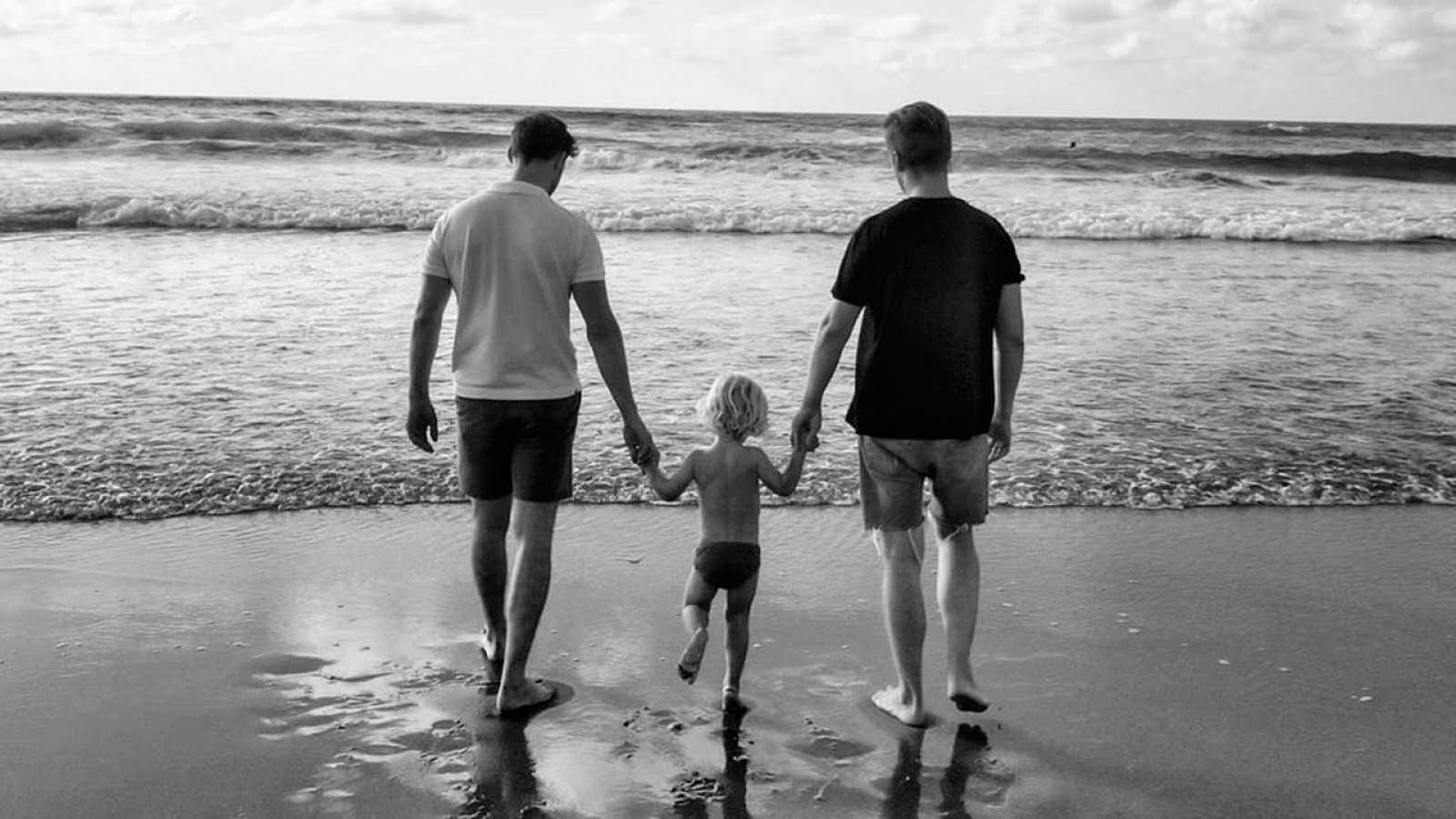 Imagen de Pablo Rivero con su pareja y su hijo