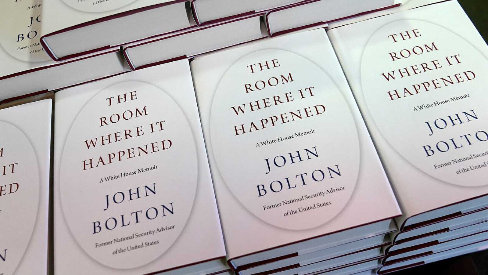 Copias del libro de John Bolton 'The Room Where It Happened' se muestran en exhibición en una librería de Manhattan, en la ciudad de Nueva York, Nueva York, EE. UU.