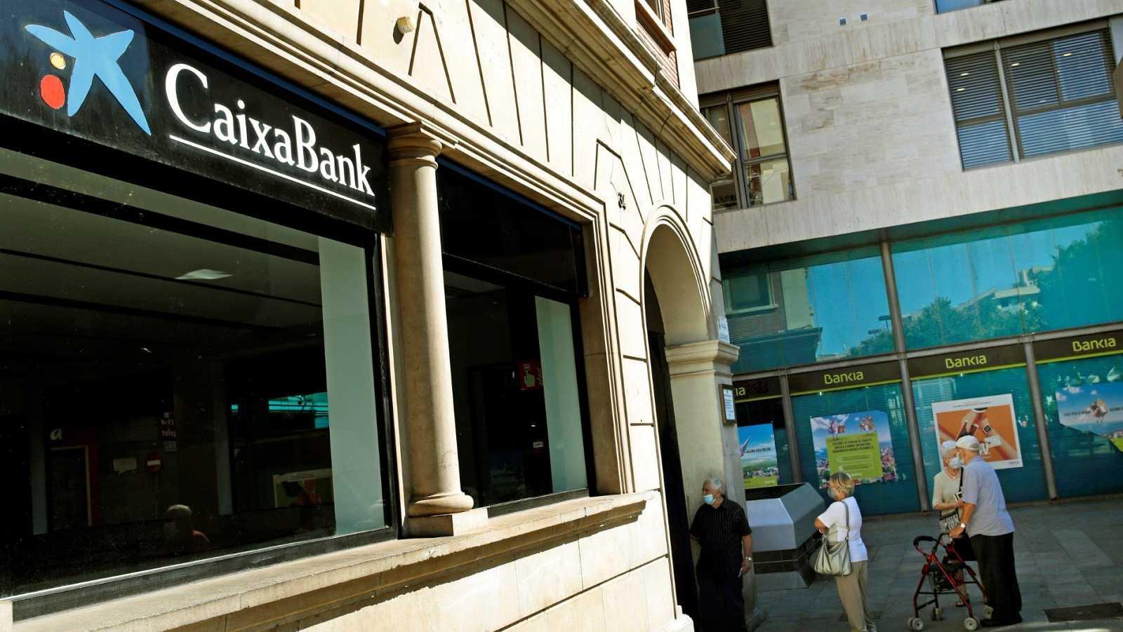 Sucursales de CaixaBank y Bankia en Hospitalet