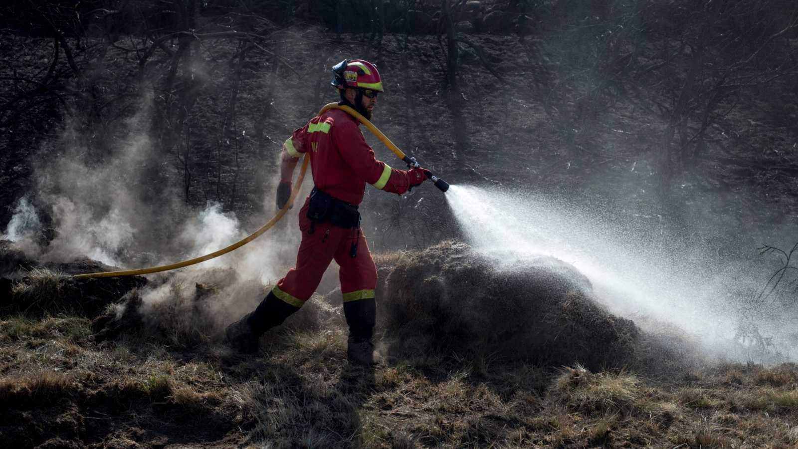 Continúan activos diez incendios en Galicia, donde ardieron 9.000 hectáreas