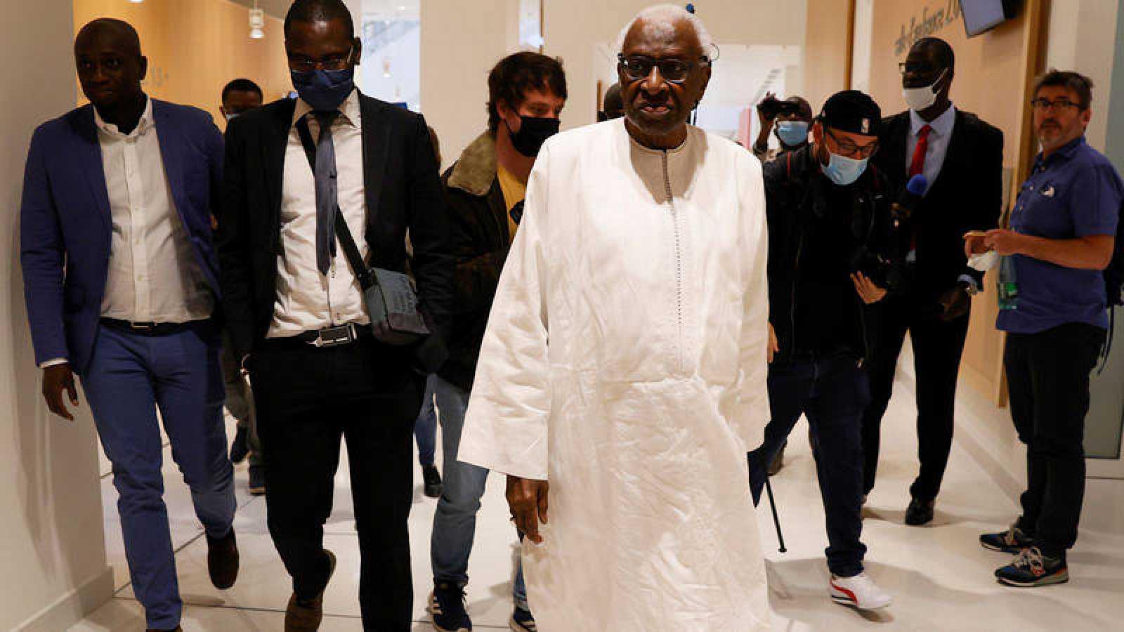 Lamine Diack, a su llegada a los juzgados de París.