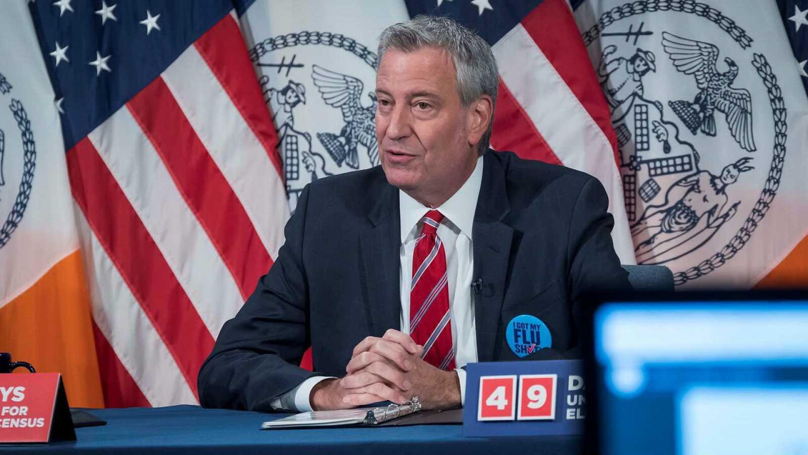 El alcalde, Bill de Blasio, mientras habla durante su rueda de prensa en la sede de la municipalidad en Nueva York (EE.UU.).