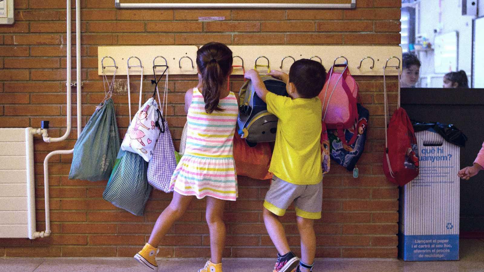 Cataluña hará PCR en las escuelas con unidades móviles si hay positivos de COVID-19