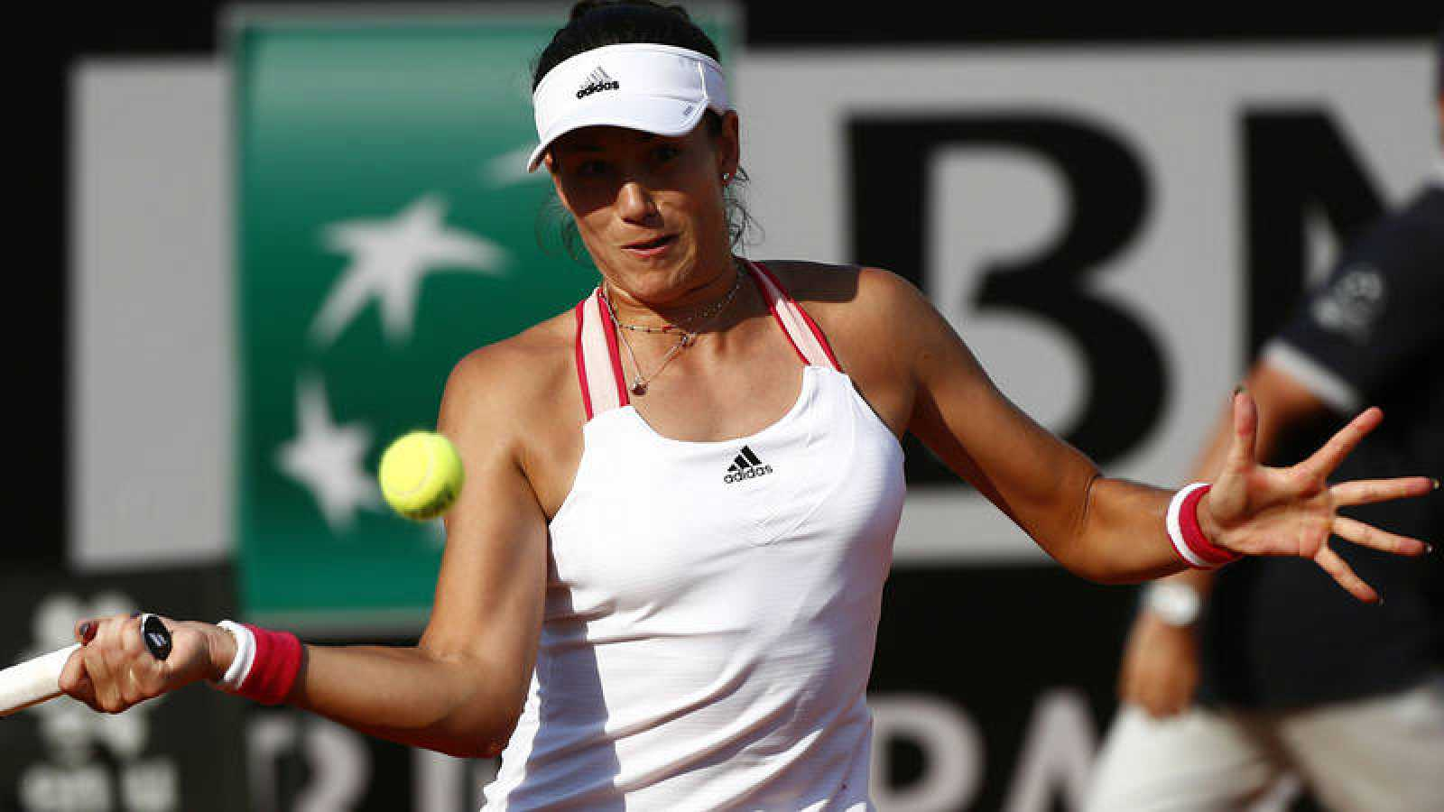 La tenista española Garbiñe Muguruza, en acción frente a Johanna Kona.