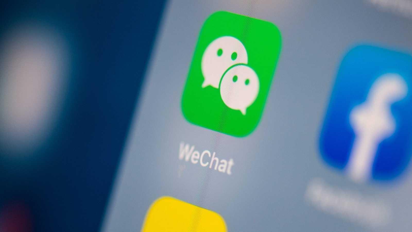 Icono de la aplicación china Wechat en un dispositivo móvil