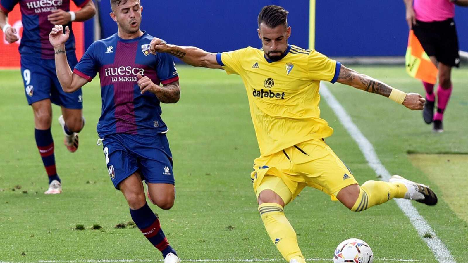 Imagen: Negredo (d), autor del primer gol del partido