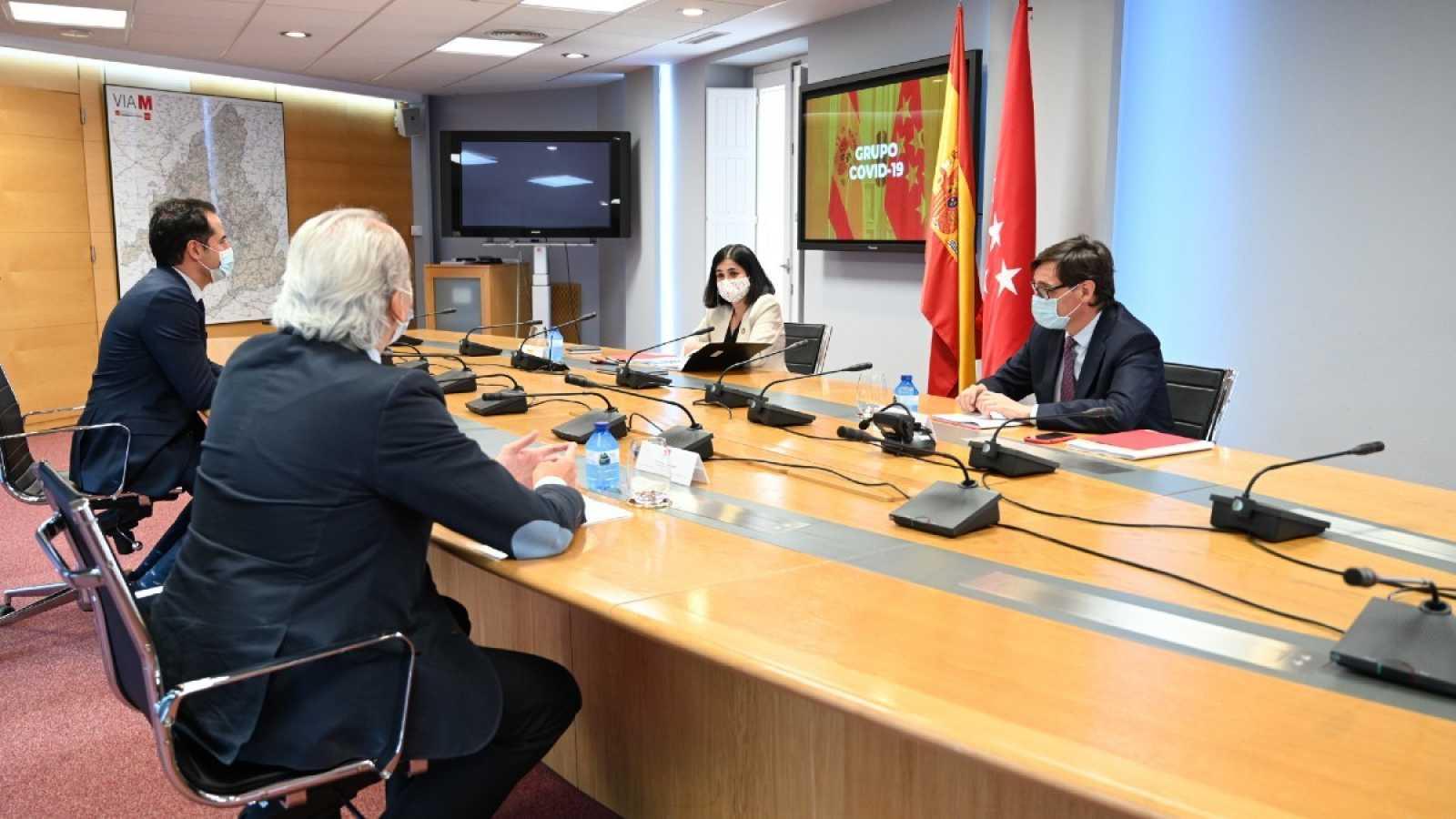 El ministro de Sanidad, Salvador Illa, y la ministra de Política Territorial, Carolina Darias, se han reunido con el vicepresidente madrileño, Ignacio Aguado, y el consejero de Sanidad, Enrique Ruiz Escudero, en la primera reunión del Grupo COVID-19.