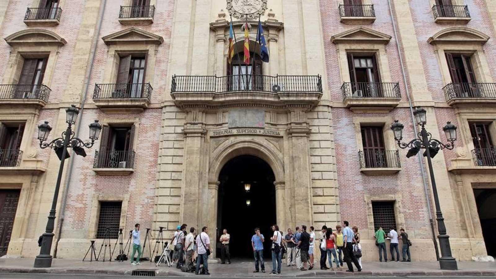 Puerta principal del TSJ de la Comunidad Valenciana