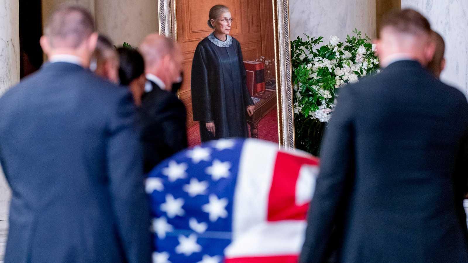 El féretro de Ruth Bader Ginsburg, a su llegada al Tribunal Supremo estadounidense