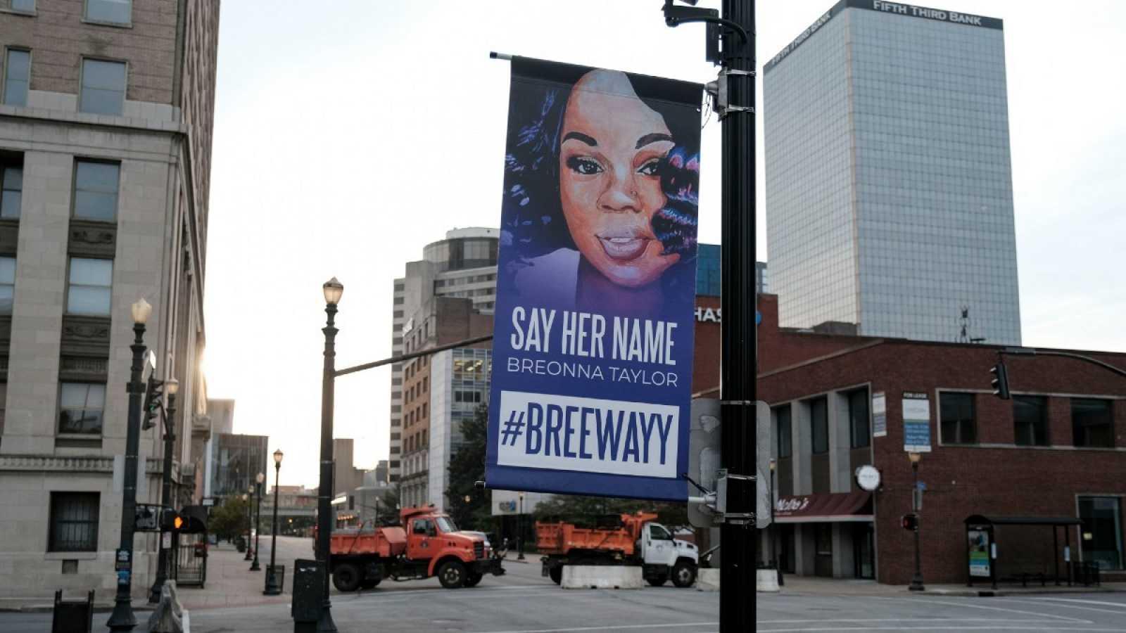 Una señal en memoria de Breonna Taylor en las calles de Louisville, Kentucky.