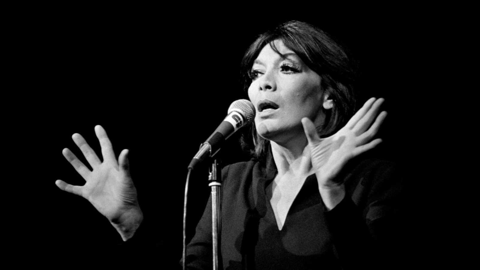 Juliette Gréco, en una actuación en París en 1979