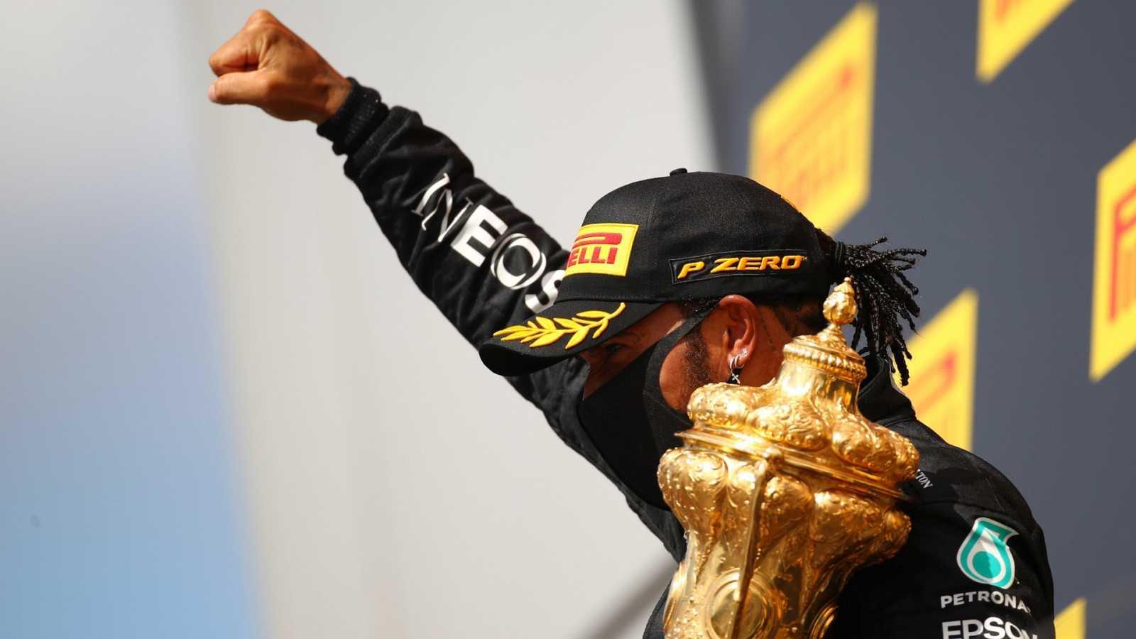 Imagen del piloto de Mercedes, Lewis Hamilton, tras ganar el GP de SIlverstone