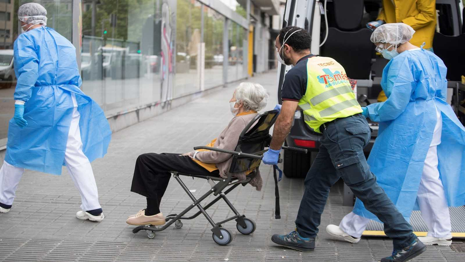 Traslado de ancianos al geriátrico para enfermos de COVID