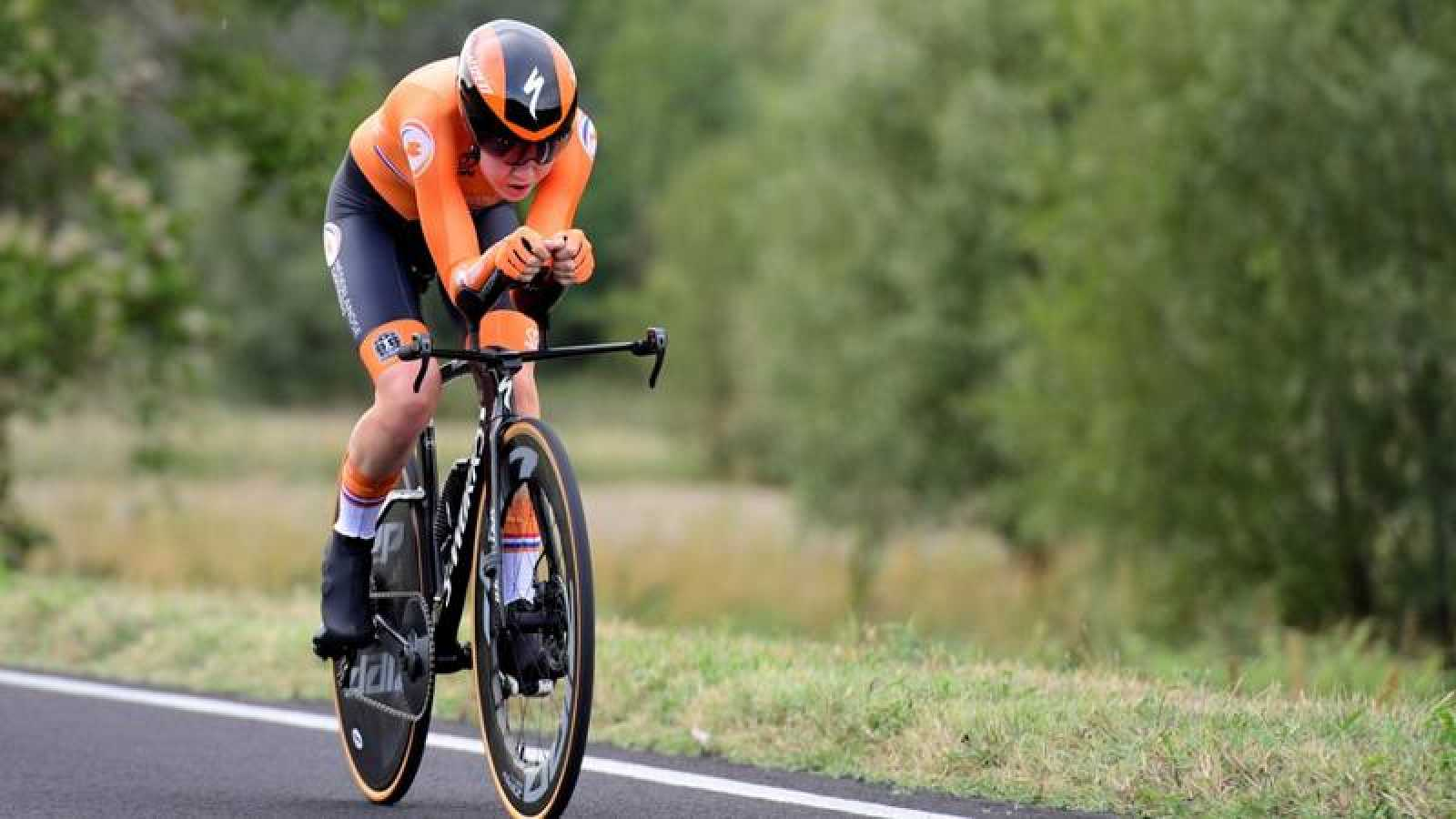Anna van der Breggen, durante la prueba contrarreloj de los Mundiales de ciclismo en Imola.