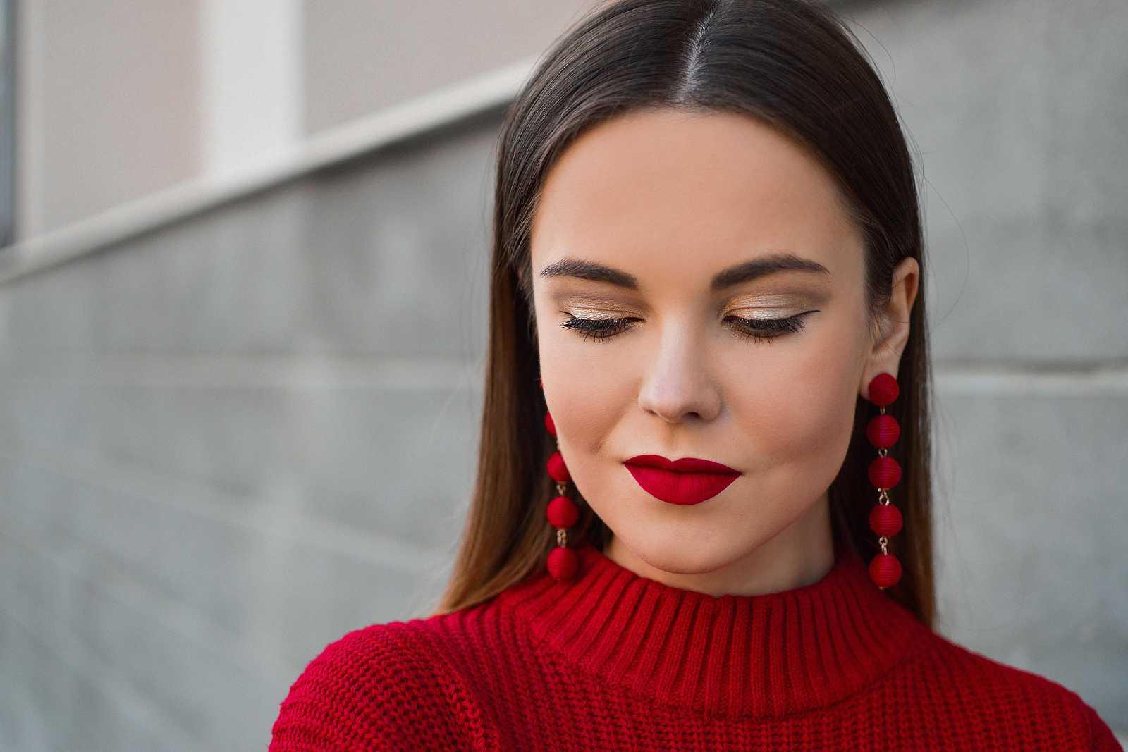 Los labios se vuelven rojos clásicos en este otoño. Los tonos fuego, rubí y cherrry son la tendencia