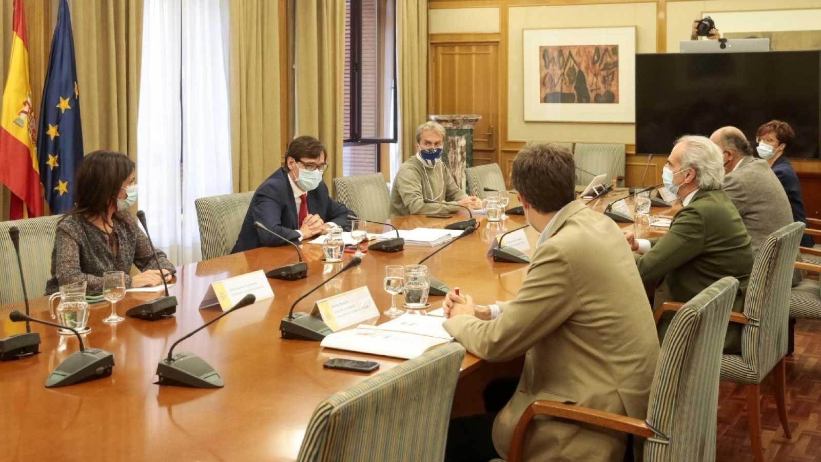 El Ministerio de Sanidad del Gobierno de España y la Consejería de Sanidad de la Comunidad de Madrid se han reunido este lunes para tratar las medidas frente a la pandemia