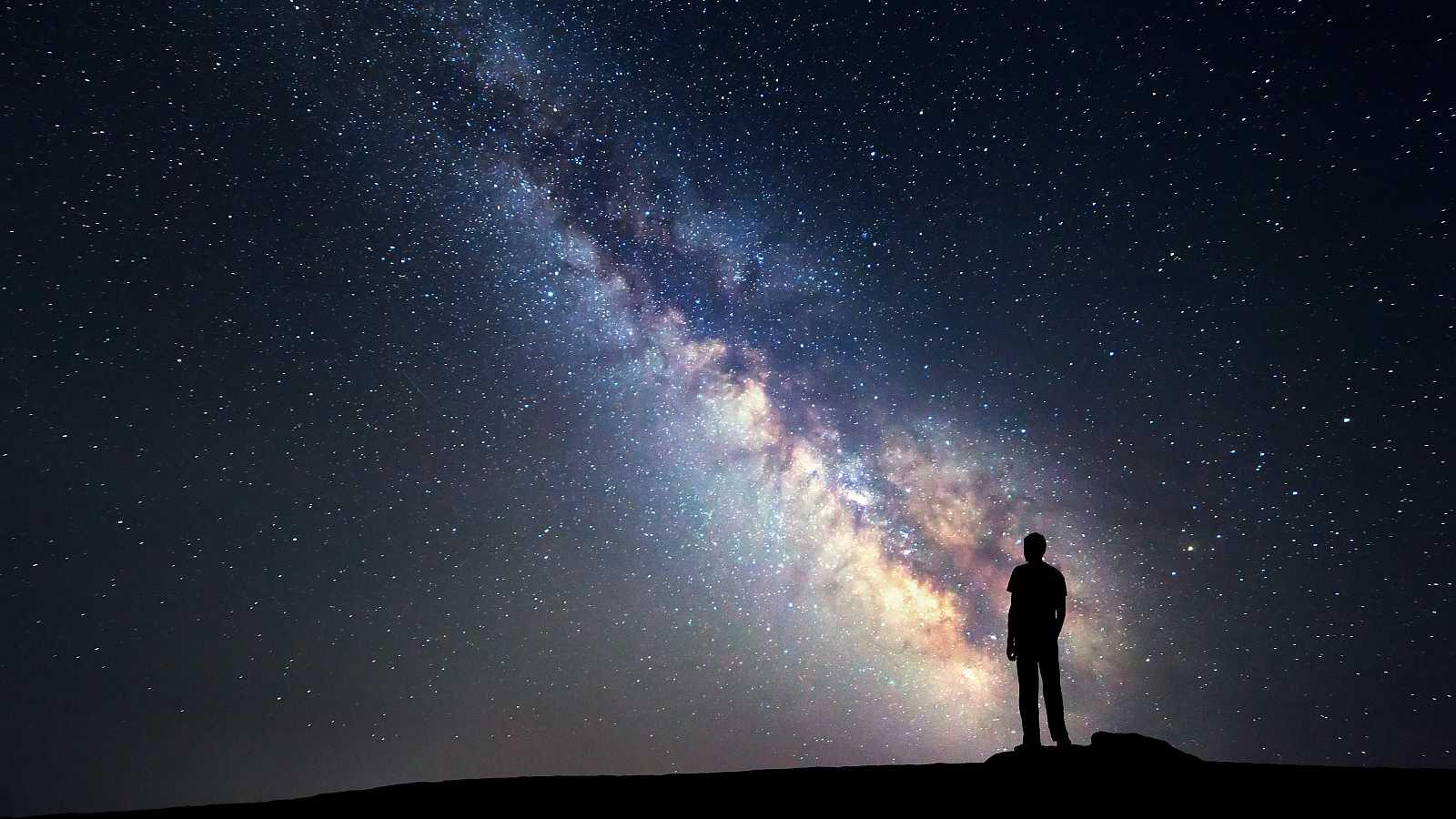 La conocida editorial de viajes publica por primera vez un libro que abandona la Tierra para adentrarse en el cosmos