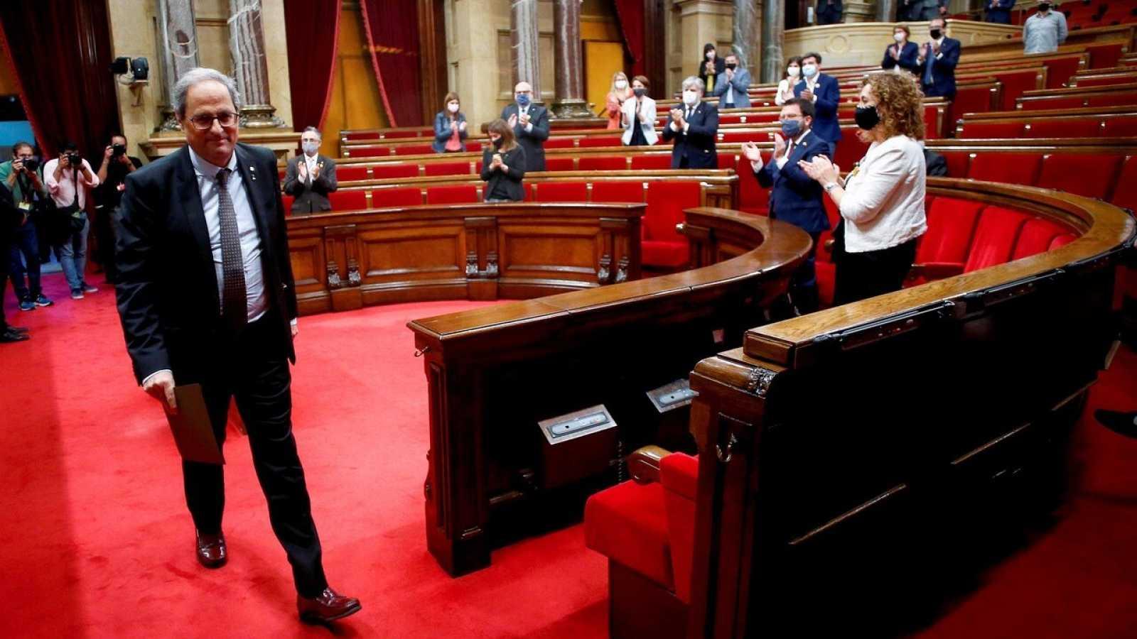 El expresidente de la Generalitat, Quim Torra, abandona el hemiciclo del Parlament tras su intevrención