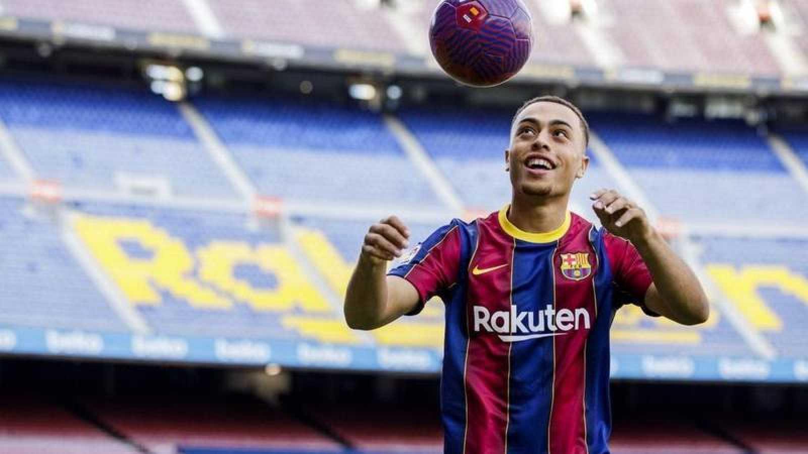 Imagen de Sergioño Dest con la camiseta del Barça
