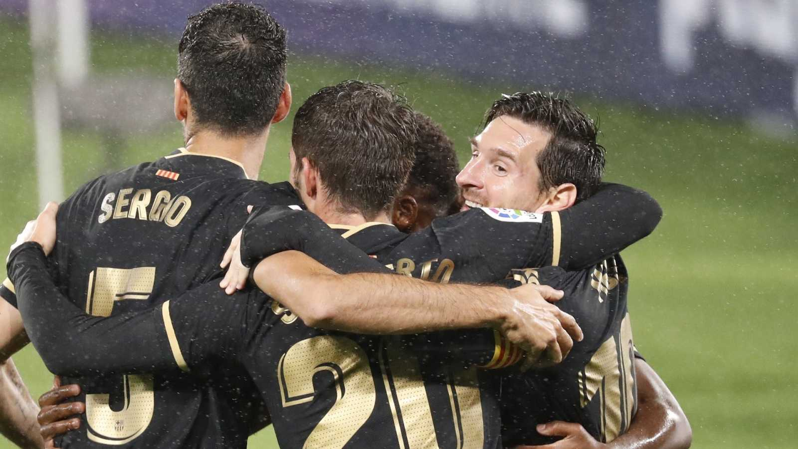 Los jugadores del FC Barcelona celebran un tanto en la victoria ante el Celta
