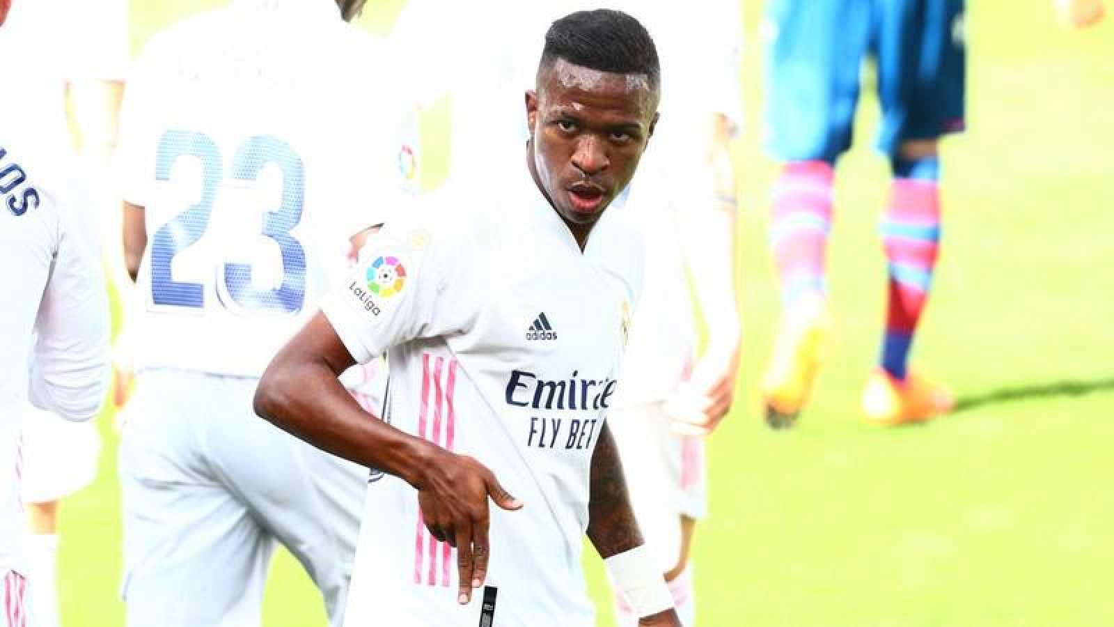 El jugador del Real Madrid, Vinicius, celebra su tanto ante el Levante en la quinta jornada de la Liga 2020-2021.