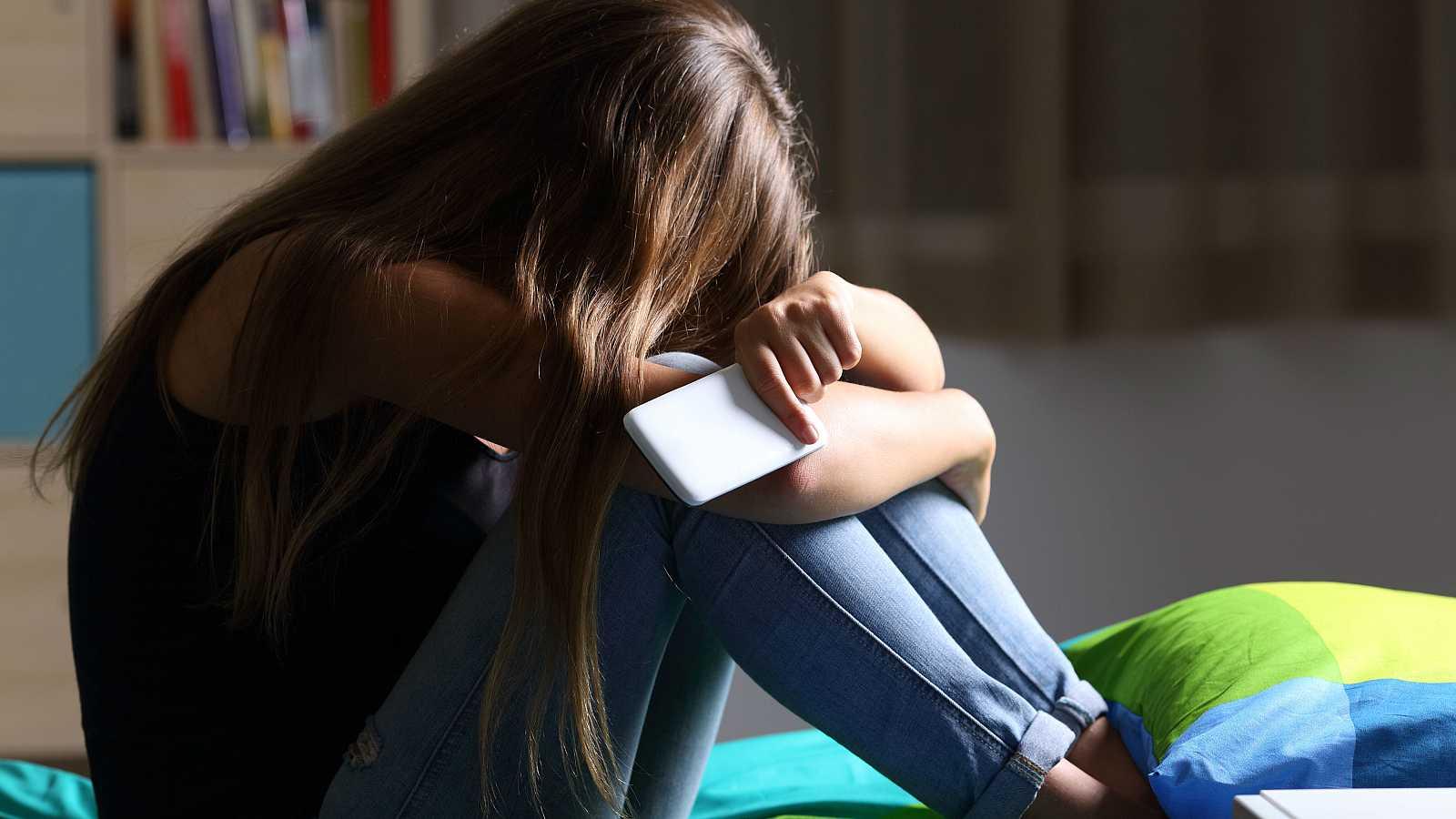 El 59 % de las menores españolas han sido acosadas en las redes sociales, según un estudio de la ONG Plan Internacional.