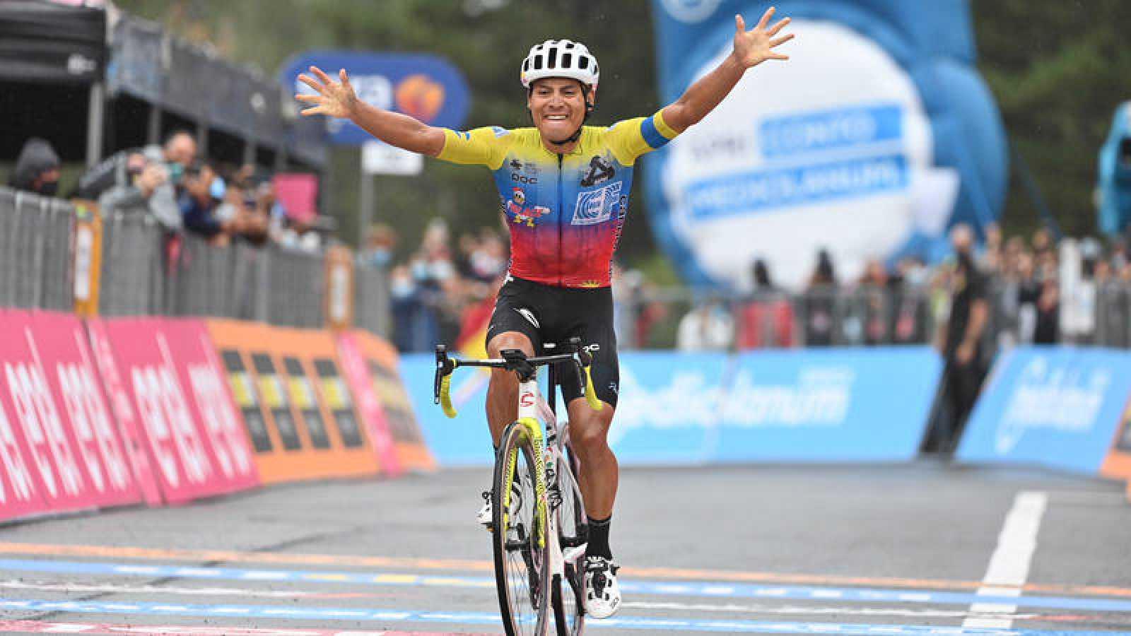 El ecuatoriano Jonathan Caicedo (Education First) se impone en la tercera etapa del Giro de Italia.