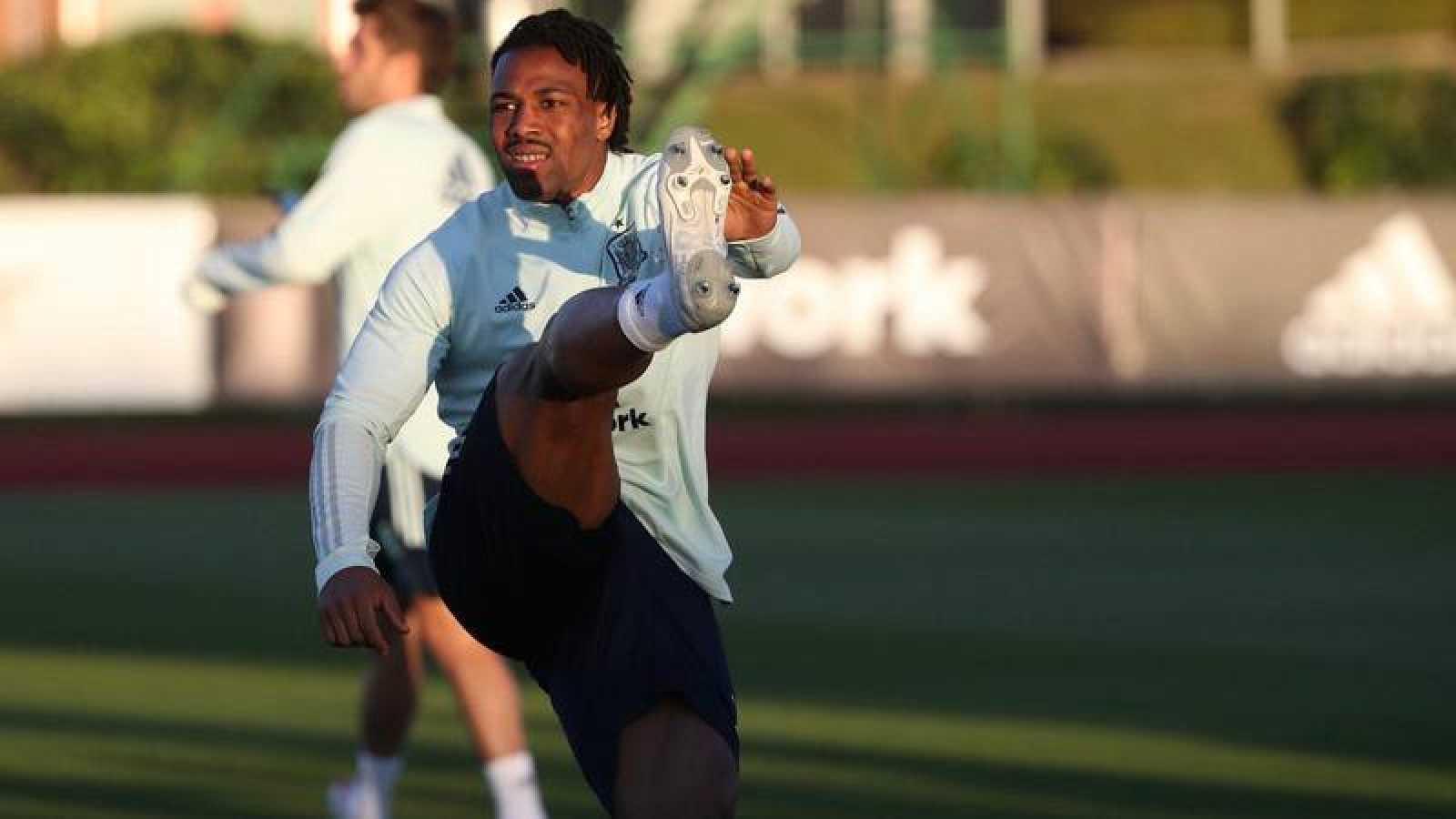 Adama Traoré, en el entrenamiento de la selección.