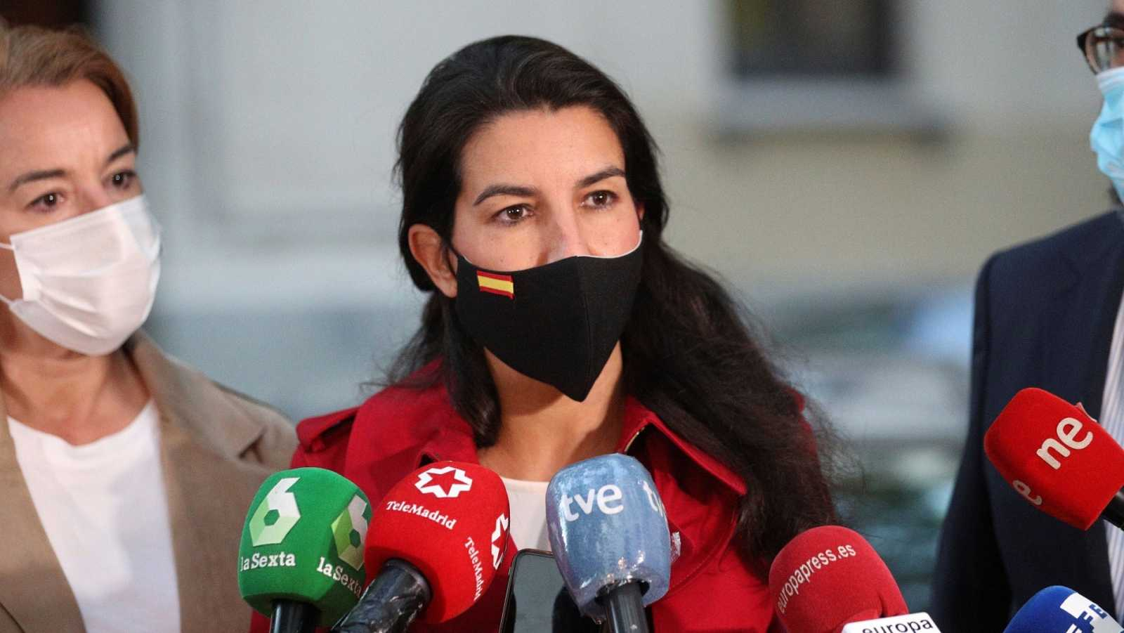 La portavoz de VOX en la Asamblea de Madrid, Rocío Monasterio atiende a los medios
