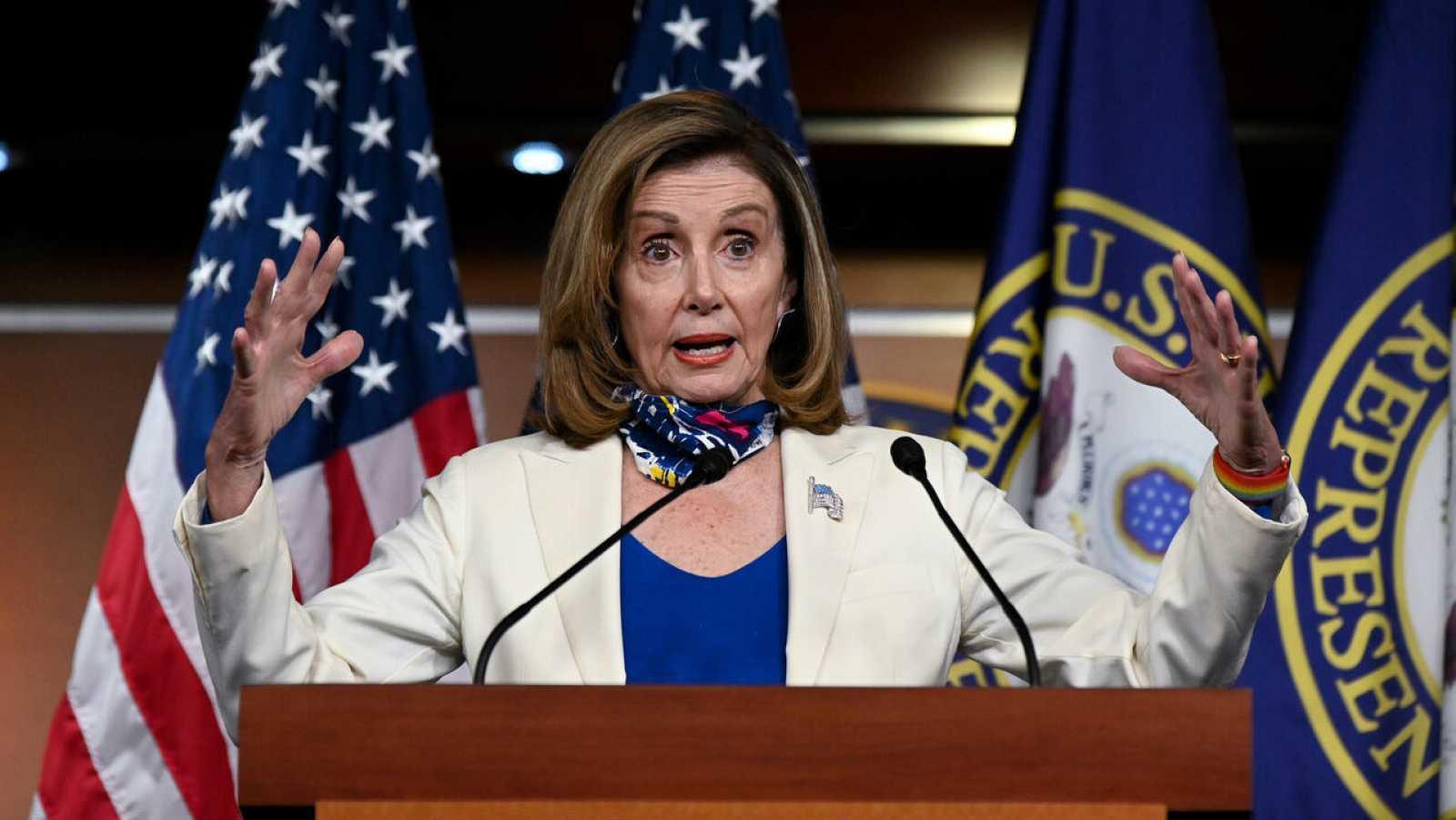 La presidenta de la Cámara de Representantes de Estados Unidos, Nancy Pelosi, participa en una conferencia de prensa en el Capitolio de Estados Unidos en Washington, Estados Unidos.