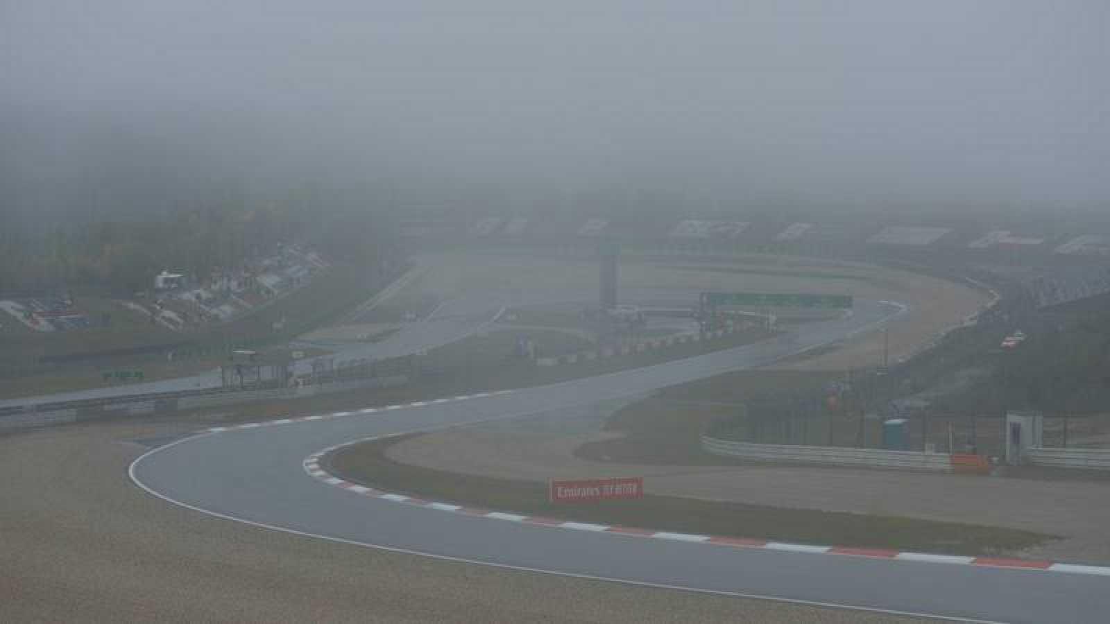 Imagen de la niebla en el circuito de Nürburgring druante el GP de Eiffel de F1.