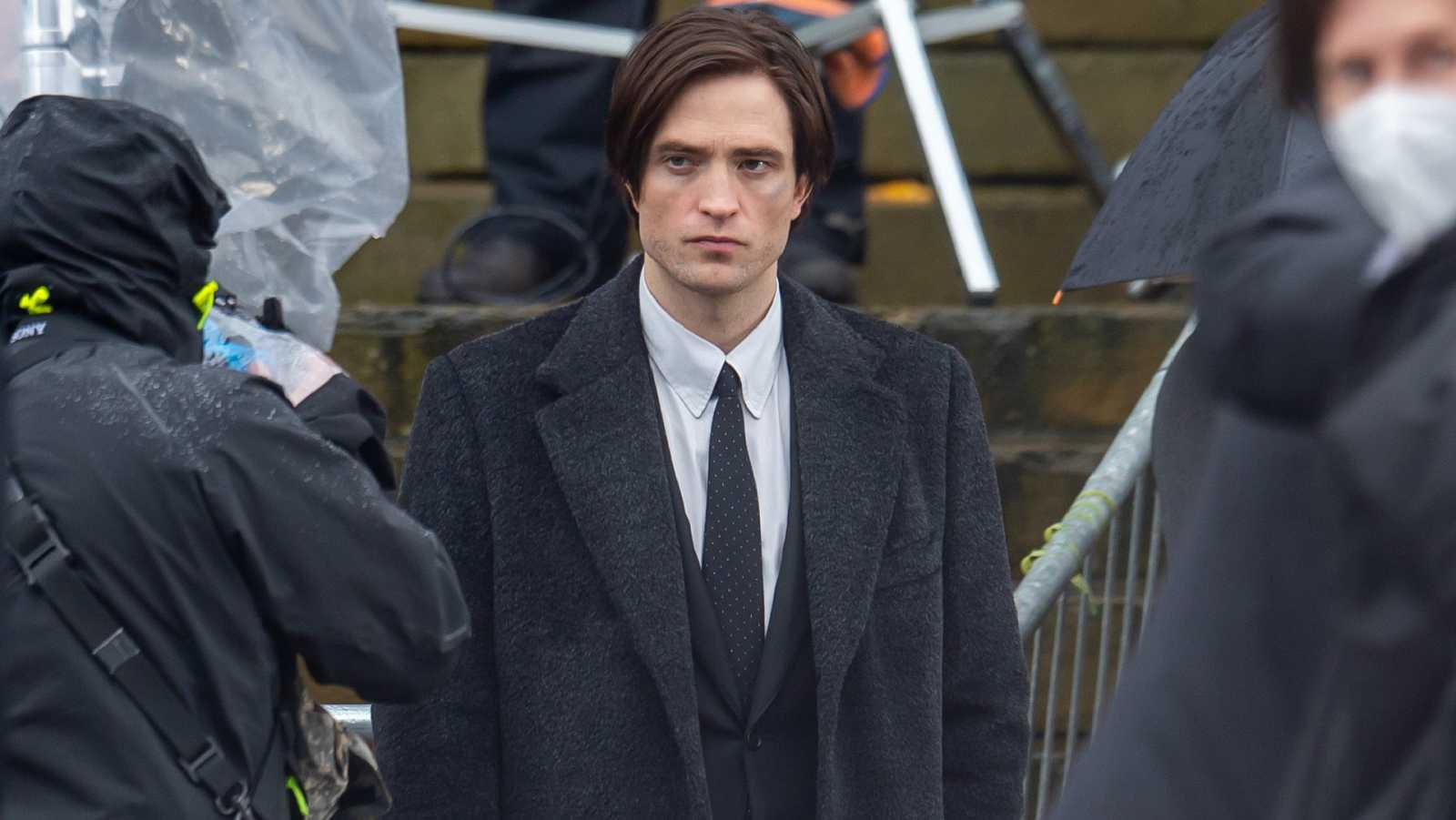 Robert Pattinson es el nuevo Bruce Wyne / Batman. Aquí lo vemos en el set de rodaje, tras haber superado la Covid-19