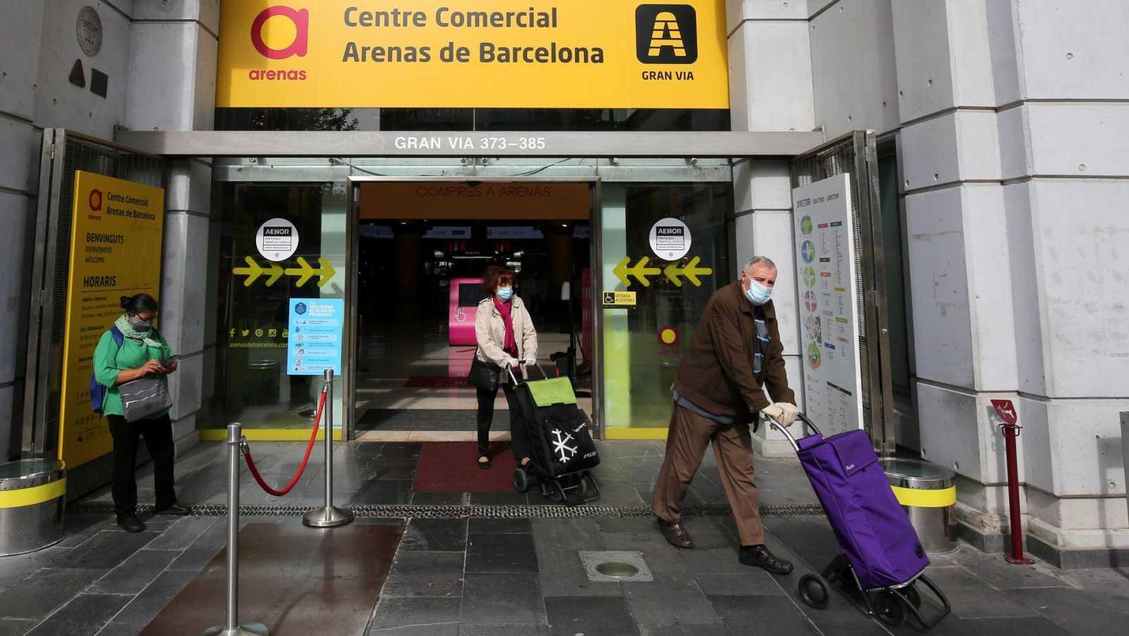 Los contagios y hospitalizaciones por COVID-19 siguen creciendo en Cataluña en la segunda ola