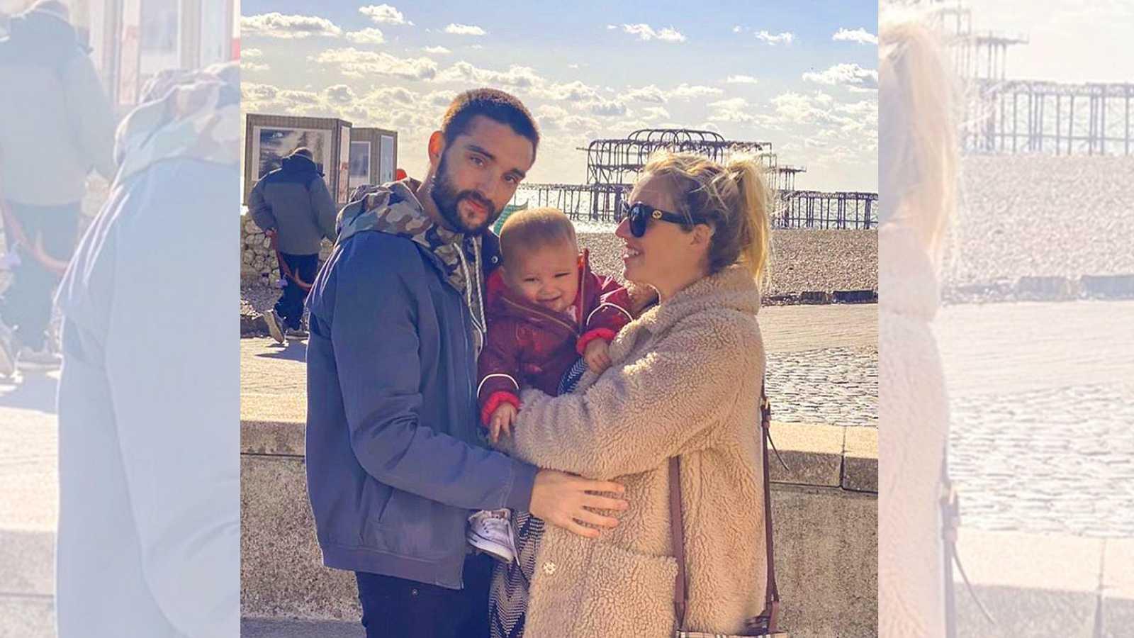 Tom Parker, de The Wanted, anuncia con esta foto junto a su hija de 15 meses y su mujer embarazada de 8 meses, que sufre un cáncer terminal