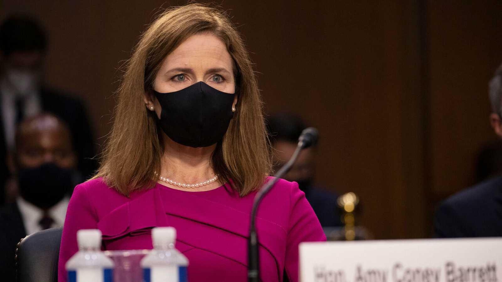 La juez nominada a la Corte Suprema Amy Coney Barrett participa en su audiencia de confirmación ante el Comité Judicial del Senado en el Capitolio en Washington, DC, Estados Unidos.